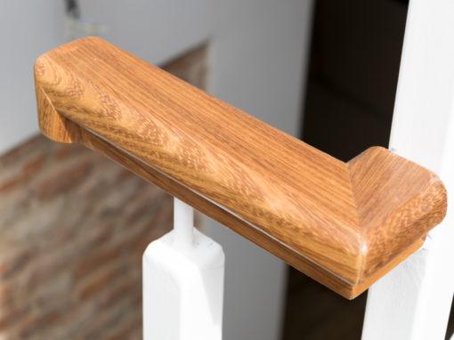 escalera en madera de iroko